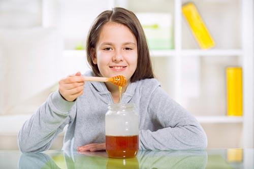 عسل برای درمان سرفه کودکان