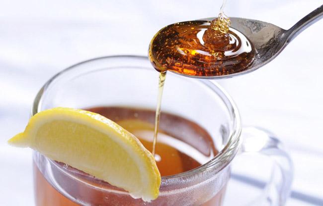 درمان سرفه با عسل و لیمو